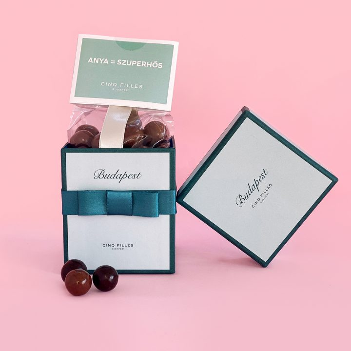Cinq Filles Budapest Chocolate balls in green box